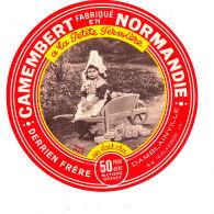 P 838 - ETIQUETTE DE FROMAGE -   CAMEMBERT    A LA PETITE FERMIERE   DERRIEN  FRERE  DAMBLAINVILLE   (CALVADOS) - Cheese