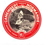 P 839 - ETIQUETTE DE FROMAGE -   CAMEMBERT    A LA PETITE FERMIERE   DERRIEN  FRERE  DAMBLAINVILLE   (CALVADOS) - Cheese
