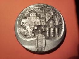 MÉDAILLE Aluminium URSS - UKRAINE VILLE DE KIEV (1982) ? 57 Mm 36.46 Grammes. épaisseur : 5 Mm - Entriegelungschips Und Medaillen