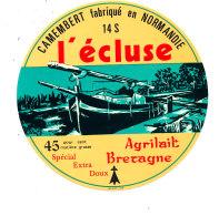 P 879 - ETIQUETTE DE FROMAGE - CAMEMBERT   L'ECLUSE  14 S.  AGRILAIT BRETAGNE - Cheese