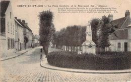 CPA Crépy-en-Valois La Place Gambetta Et Le Monument Des Vétérans CC 810 - Crepy En Valois
