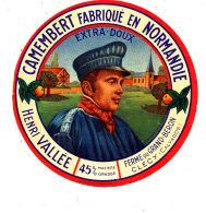 P 895 - ETIQUETTE DE FROMAGE - CAMEMBERT  HENRI VALLEE   FERME DU GRAND BERON  CLECY (CALVADOS) - Cheese