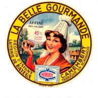 P 897 - ETIQUETTE DE FROMAGE - CAMEMBERT   LA BELLE GOURMANDE REGION D'ISIGNY LAITERIE DE BAYEUX (CALVADOS) - Cheese