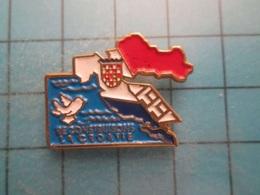 Pin512g2 Pin's Pins : Rare Et Belle Qualité :  1997 RECONSTRUISONS LA CROATIE Oui Les Croates, Les Amis D'Adolf - Badges