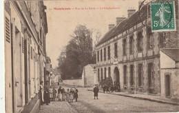 CPA MAINTENON 28 - Rue De La Ferté Gendarmerie - Maintenon