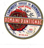 P 923 - ETIQUETTE DE FROMAGE - CAMEMBERT  DOMAINE D'ANTIGNAC  14 A S.(CALVADOS ) - Cheese