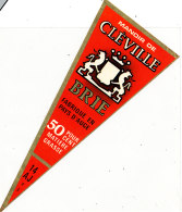 P 950- ETIQUETTE DE FROMAGE -  PATE DE BRIE MANOIR DE CLEVILLE 14 A J. (CALVADOS) - Cheese