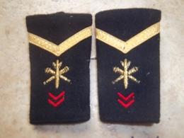 Paire De Fourreaux D'épaule Artillerie Sergent - Army & War