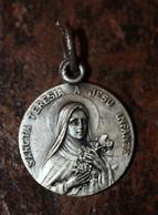 """Pendentif Médaille Religieuse """"Sainte Thérèse De L'Enfant Jésus / Lisieux - Sainte Anne D'Auray"""" Religious Medal - Religion & Esotérisme"""