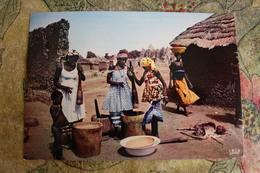 AFRICA IN COULEURS  - PREPARATION DU REPAS, MEAL, Vintage Old Postcard - Postcards