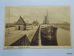 Brunsbuttel-Schiff In Der Schleuse - Brunsbuettel