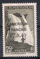 """CAMEROUN N°215 NSG Variété De Surcharge """"2"""" Bouclé - Cameroun (1915-1959)"""