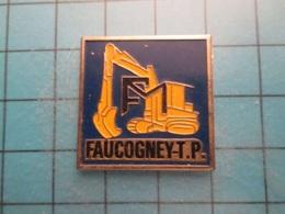 Pin512g2 Pin's Pins : Rare Et Belle Qualité : BTP PELLETEUSE FAUCOGNEY (ouille !) TRAVAUX PUBBLICS   , Marquage Au Dos : - Transportation