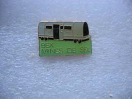 Pin's Wagons Dans Les Mines De Sel De La Commune Suisse BEX (canton De Vaud) - Badges