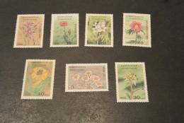K14259 - Set And  Bloc  MNH Kyrgyzstan - 1994- Mountain Flowers - Végétaux