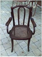 ANCIENNE PETITE CHAISE FAUTEUIL THONET POUR ENFANT - Furniture