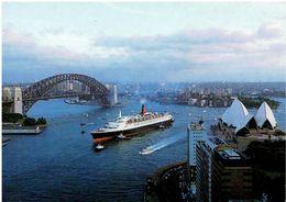 QUEEN ELIZABETH 2 - In Sydney - Dampfer