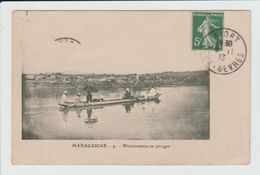 MADAGASCAR - MISSIONNAIRES EN PIROGUE - Madagascar