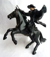 Deux FIGURINES PAPO - ZORRO ET TORNADO - Walt Disney - Figurines