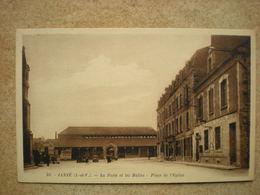 1 CPA  35 JANZE La Poste Et Les Halles Place De L'église - Autres Communes