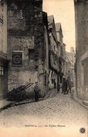 CPA Nantes 110 Ses Vieilles Maisons, Animation Rue Bossuet, Publicité Quiquina, St Raphaël & Charrette, Gendarme 1907 - Nantes