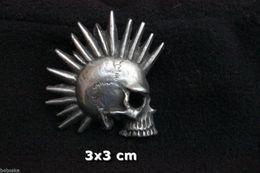 Insigne En Métal Représentant Une Tête De Mort Punk - Musique