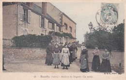 REUILLY - ATELIERS DE LINGERIE - LA SORTIE - 36 - France