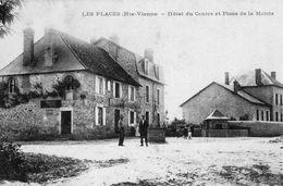 CPA LES PLACES. Hotel Du Centre, Et Place De La Mairie. - France