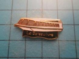 Pin512g2 Pin's Pins : Rare Et Belle Qualité : SORTE DE PENICHE LE BATEAU IVRE  , Marquage Au Dos : - ----  - - Boats