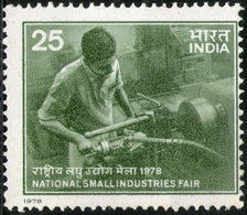 INDIA STAMPS, 17 NOV 1978, SMALL INDUSTRIES, MNH - India
