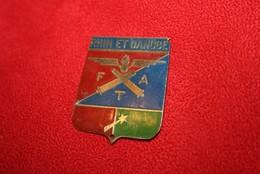 Ancien Insigne  Métal Peintà Coudre à Identifier - Armée De Terre