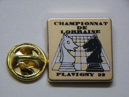 Pin's - ÉCHECS - Championnat De LORRAINE - FLAVIGNY - JEU D'ECHECS - Jeu De Société - Games