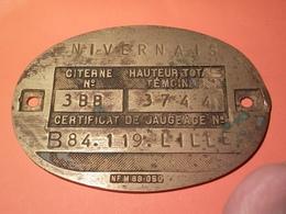 ANCIENNE PLAQUE DE JAUGEAGE EN LAITON NIVERNAIS LILLE à Datée Non Nettoyé VOIR PHOTOS - Bronzes