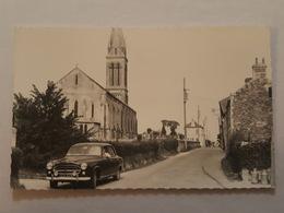 Le Tronquay - Le Bourg - Superbe Plan Sur Une Voiture Peugeot 403 - Photo Gunton - Bel état - Other Municipalities