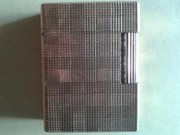 Briquet Dupont. Plaqué Or. Dans Son Emballage D Origine Et Notice. N° De Série10AFR22 - Dupont