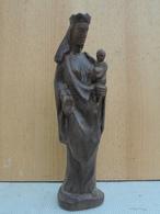 Sainte Elisabeth (???) Sculptée En Bois. Hauteur 33 Cm. - Religion & Esotérisme