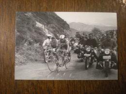Duel Entre Jacques Anquetil Et Raymond Poulidor Au Puy-de-dôme, 12/7/1964 (M4) - Cyclisme