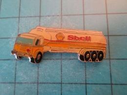 Pin512g1 Pin's Pins : Rare Et Belle Qualité :  CAMION CITERNE  SHELL  , Marquage Au Dos : - ----  - - Fuels