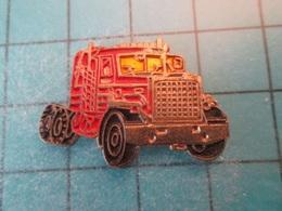 Pin512g1 Pin's Pins : Rare Et Belle Qualité :  CAMION ROUTIER ROUGE AMERICAIN  , Marquage Au Dos : - ----  - - Transportation