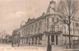 03 VICHY UN COIN DE LA PLACE DE LA REPUBLIQUE CIRCULEE 1918 - Vichy