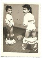 THEME POT DE CHAMBRE DEUX ENFANTS FESSES NUES PHOTO 120 X 85 Mm  2  SCANS - Photographie