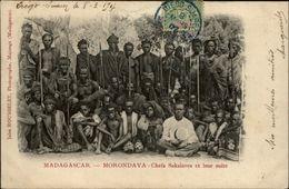 MADAGASCAR - MORONDAVA - Chefs Sakalaves Et Leur Suite - Madagascar