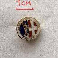 Badge (Pin) ZN006505 - Football (Soccer / Calcio) Italy Moncalieri - Football
