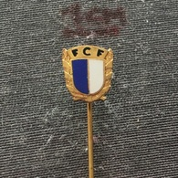 Badge (Pin) ZN006554 - Football (Soccer / Calcio) Portugal FCF Famalicão (Famalicao) - Football