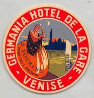 """07319 """"HOTEL GERMANIA HOTEL DE LA GARE - VENISE - PROPR. CAV. L. POSSENTI """" ETICHETTA ORIGINALE - ORIGINAL LABEL - - Adesivi Di Alberghi"""