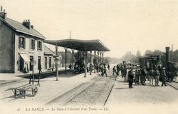 44   LA BAULE LA GARE A L'ARRIVEE D'UN TRAIN - La Baule-Escoublac