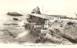64. CPA. Pyrénnées-Atlantiques. Biarritz. Pont Et Rocher De La Vierge - Biarritz