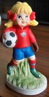 1 PERSONNAGE FOOTBALLEUSE N° 12 FAIENCE NEUF SPORTS BILLY PRODUCTIONS 1981 TF1 VU A LA TELEVISION - NOTRE SITE Serbon63 - Figurines