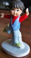 1 PERSONNAGE PATINEUR HOMME N°11 FAIENCE NEUF SPORTS BILLY PRODUCTIONS 1981 TF1 VU A LA TELEVISION - NOTRE SITE Serbon63 - Figurines