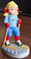1 PERSONNAGE SKIEUR FEMME SB N° C FAIENCE NEUF SPORTS BILLY PRODUCTIONS 1981 TF1 VU A LA TELEVISION -NOTRE SITE Serbon63 - Figurines